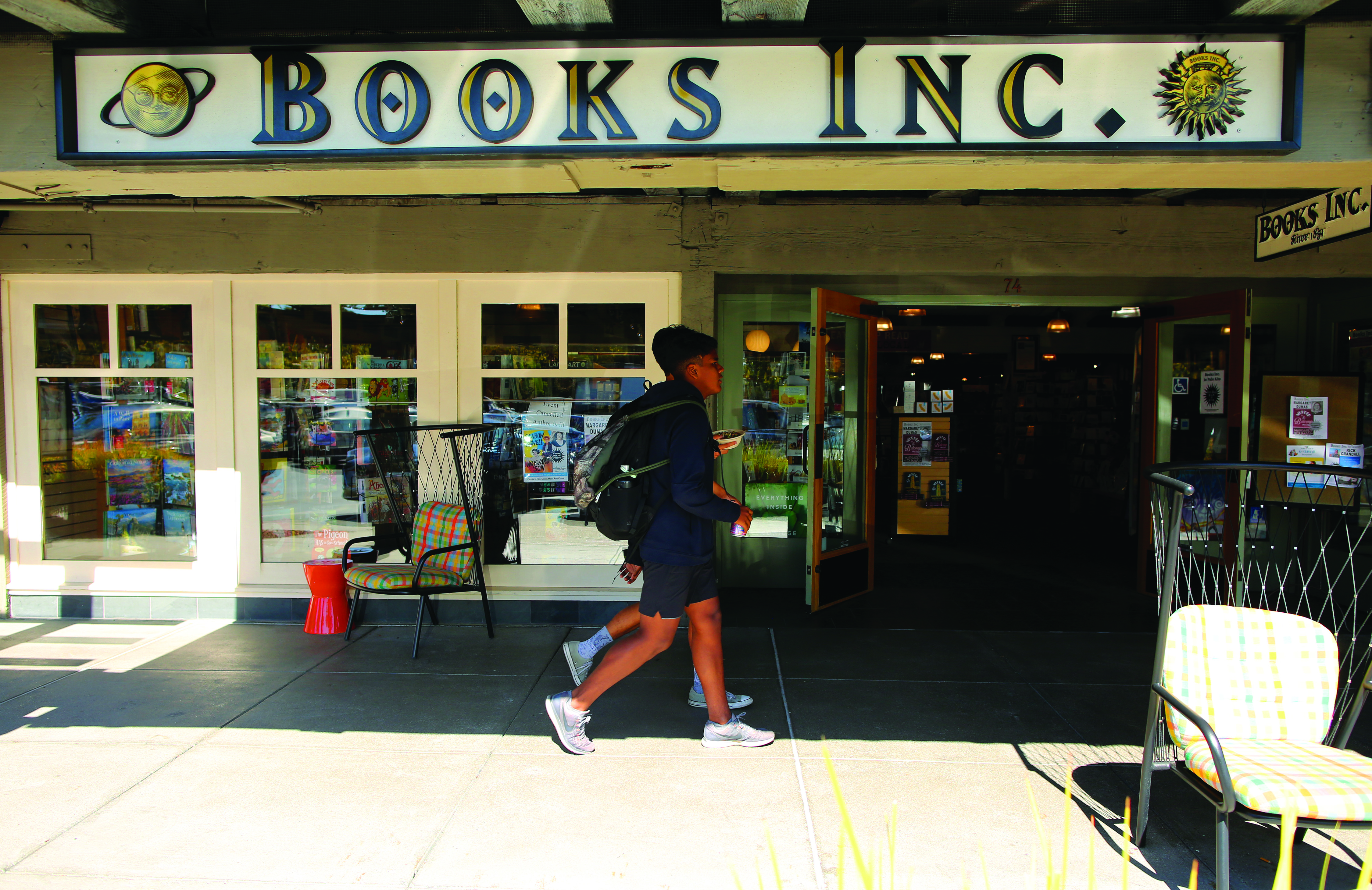 Independent bookseller Books Inc. moved into Town & Country Village shopping center in early 2008 after 50 years in the Stanford Shopping Center. Photo by Sammy Dallal.