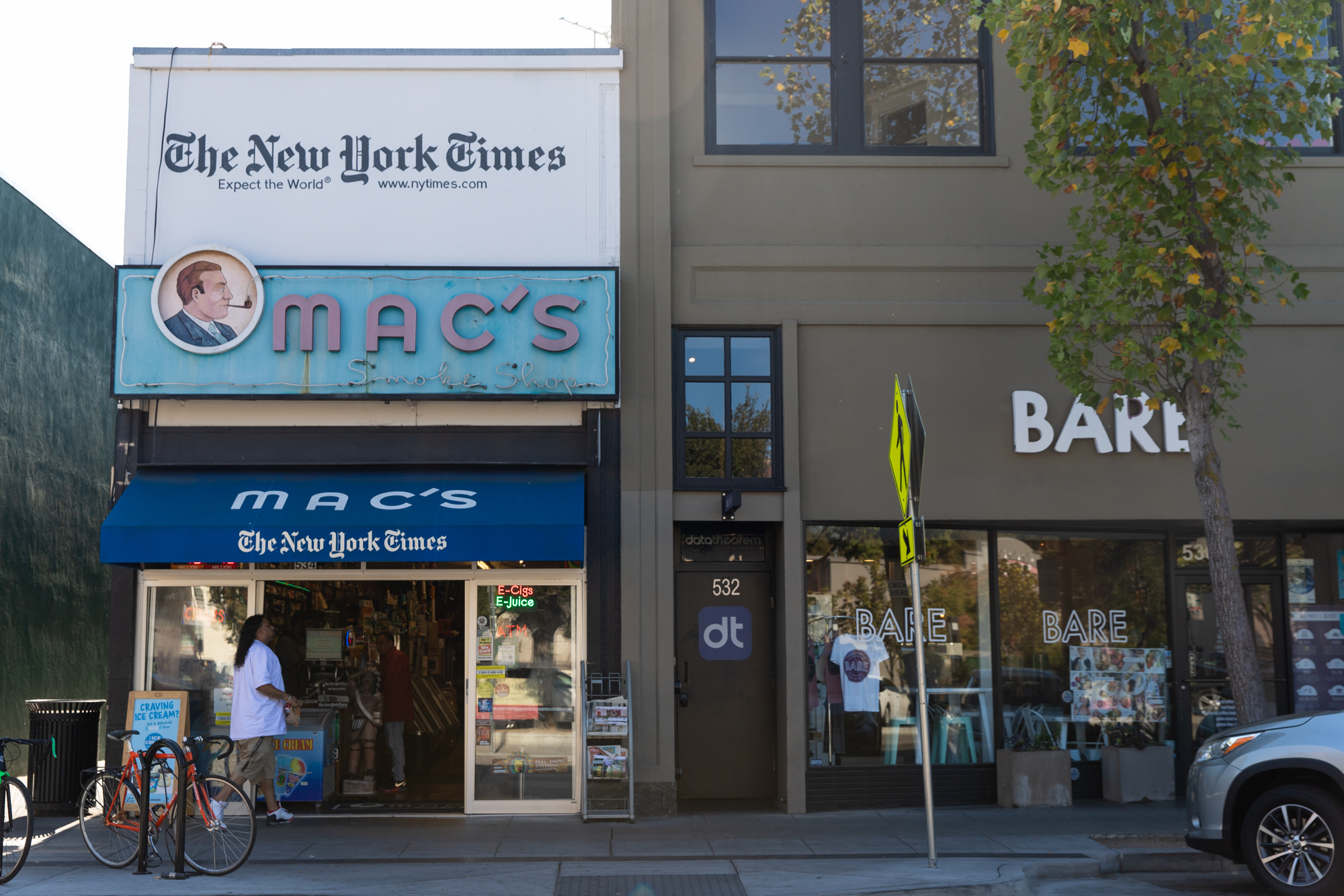 The laid-back Mac's Smoke Shop at 534 Emerson St.sells cigars, hookahs andnewspapers, among other items. Photo by Magali Gauthier.