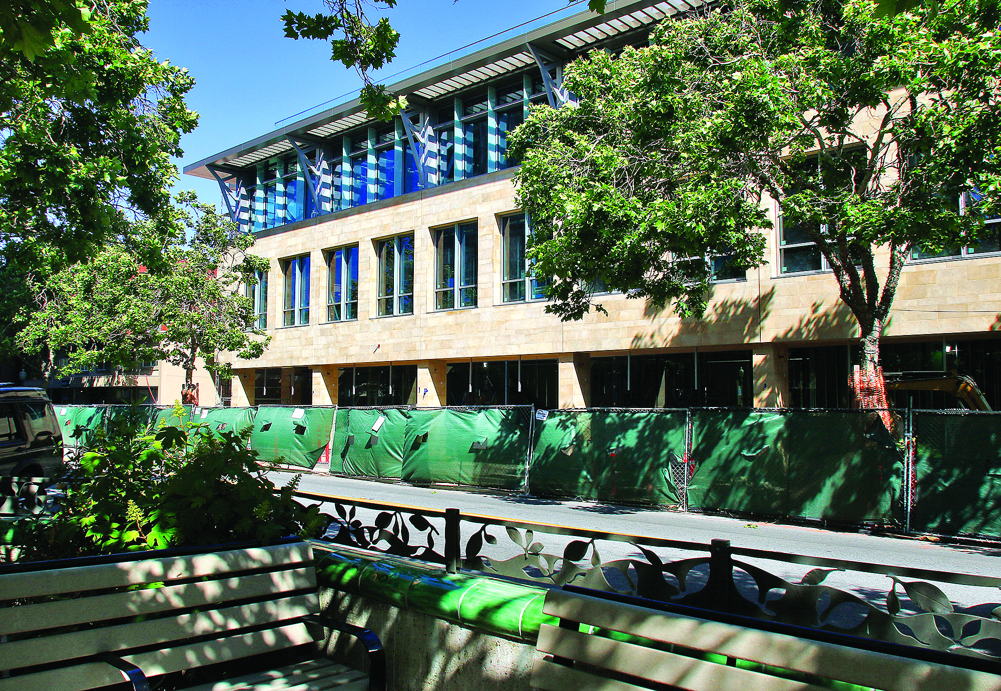 Under construction, a new 26,806-square-foot,three-story office-and-retailbuilding at 500 University Ave. in downtown Palo Alto replaced a 16,000 square foot building.