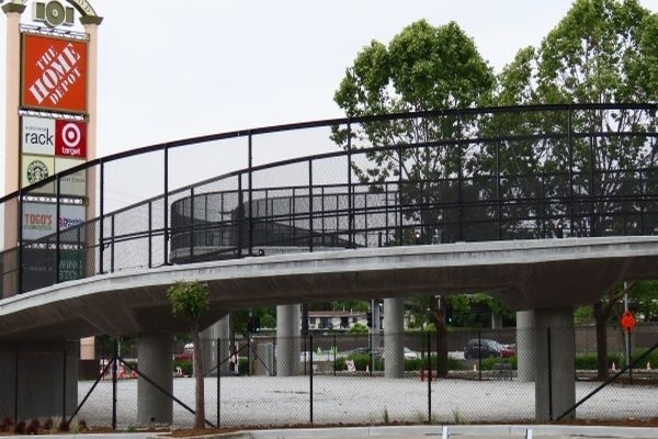An overpass connecting the east and west neighborhoods of East Palo Alto cost about $14 million and took 18 months to build. Photo by Christian Trujano.
