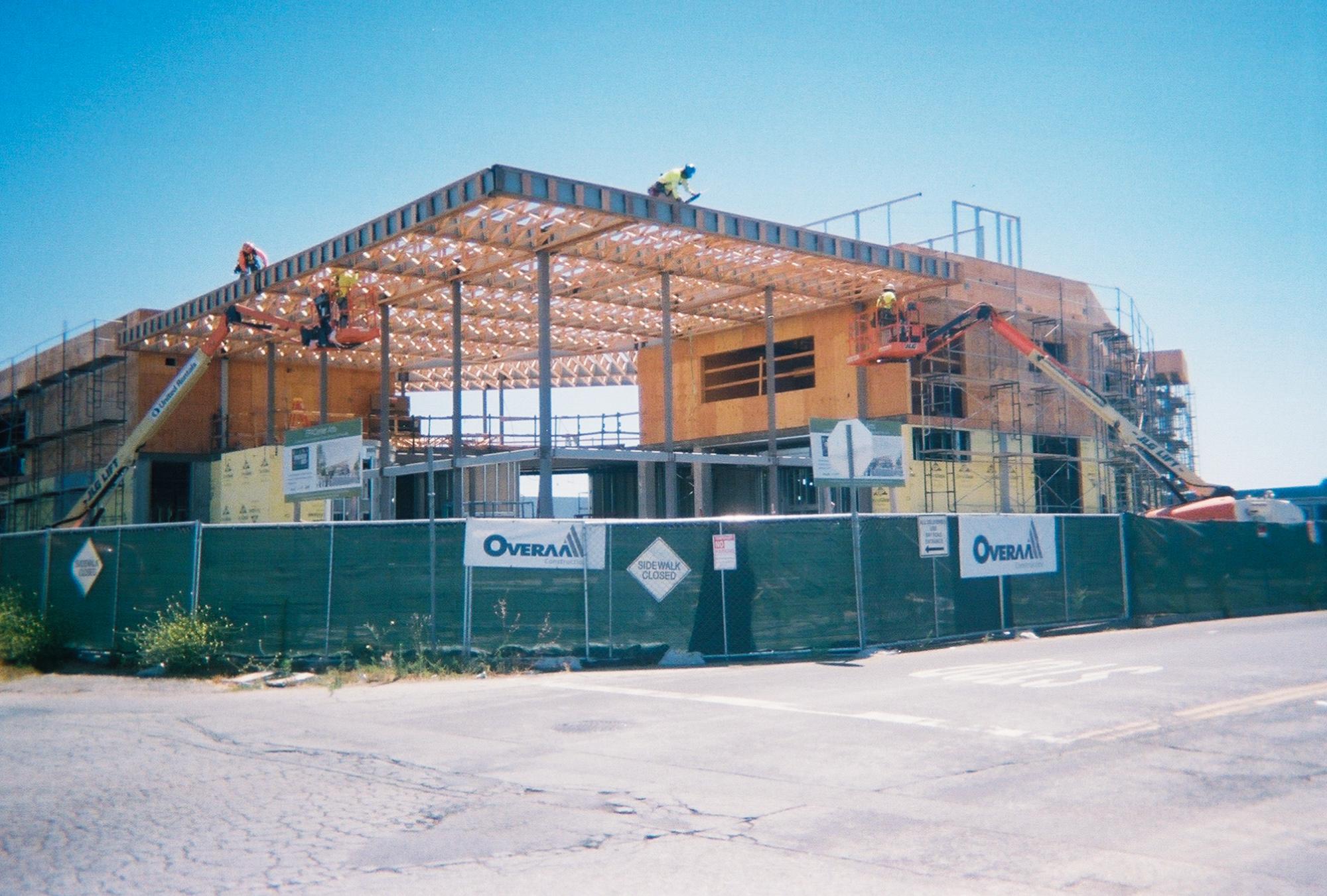 A construction site shows the changing landscape of East Palo Alto. (Photo by Selijah Meacham.)