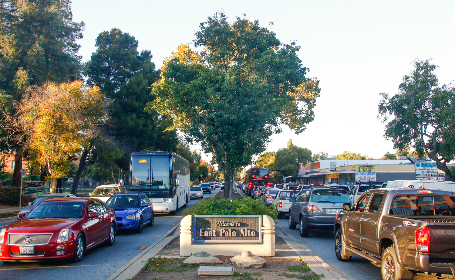 Traffic is lined up heading east and weston University Avenue in East Palo Alto during the rush hour. Photo by Veronica Weber.
