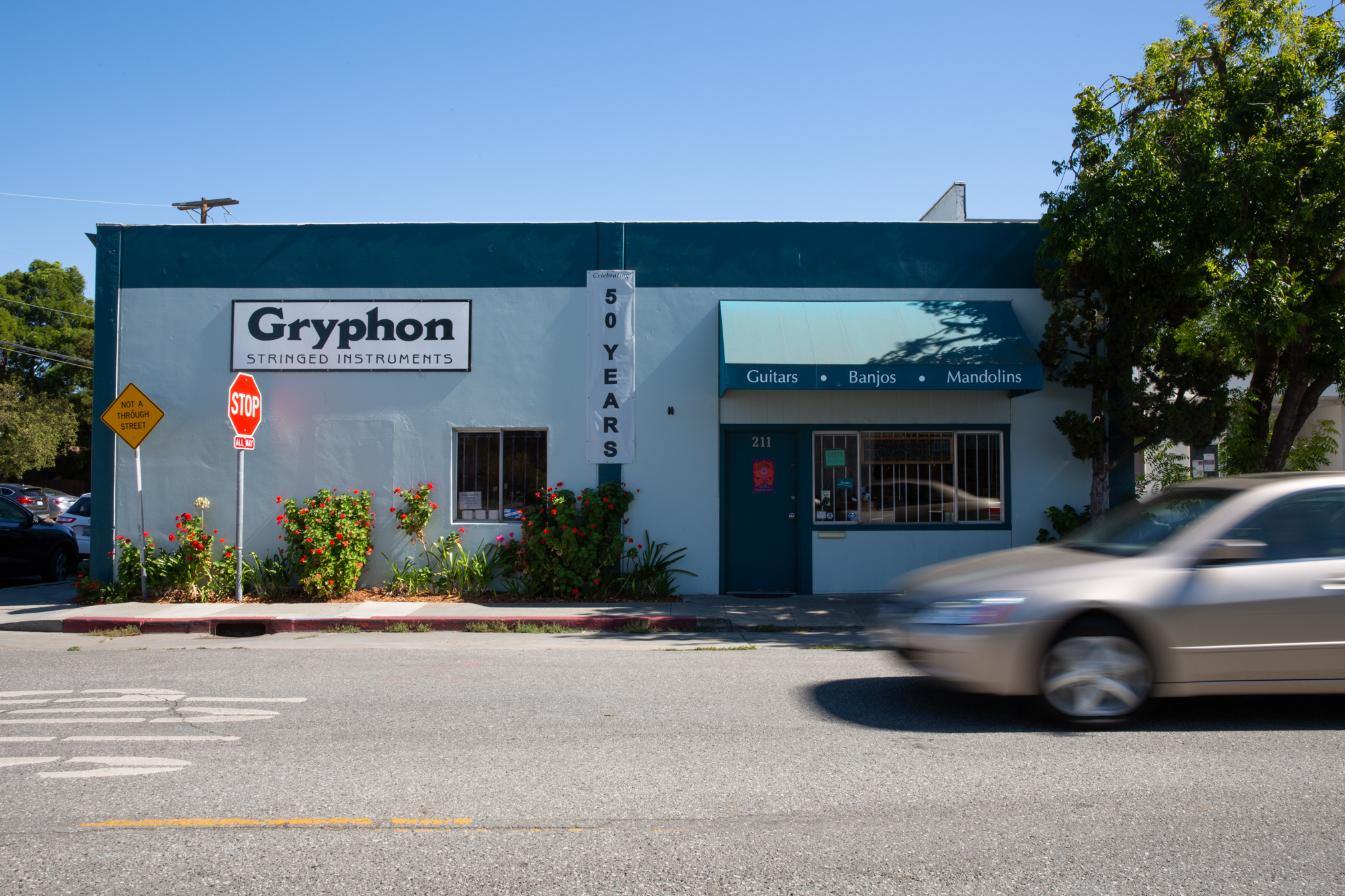 Gryphon Stringed Instruments moved from El Camino Real to itscurrent location at Park Boulevard and Lambert Avenue in 1975.