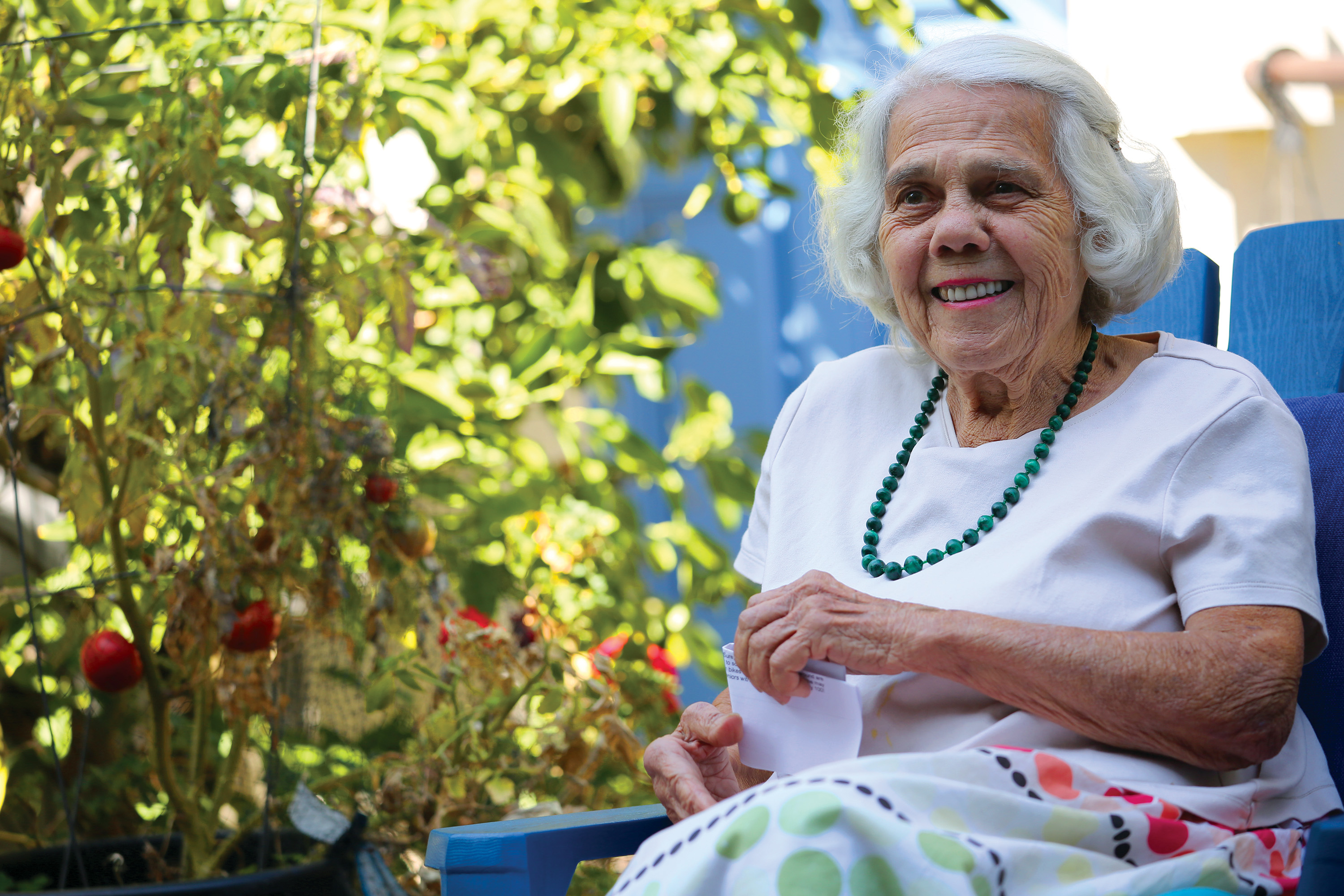 Helen Tombropoulos, a longtime resident of the 100 block of Churchill Avenue in Palo Alto, reminisces about her years in Palo Alto on Sept. 30. Photo by Sammy Dallal.