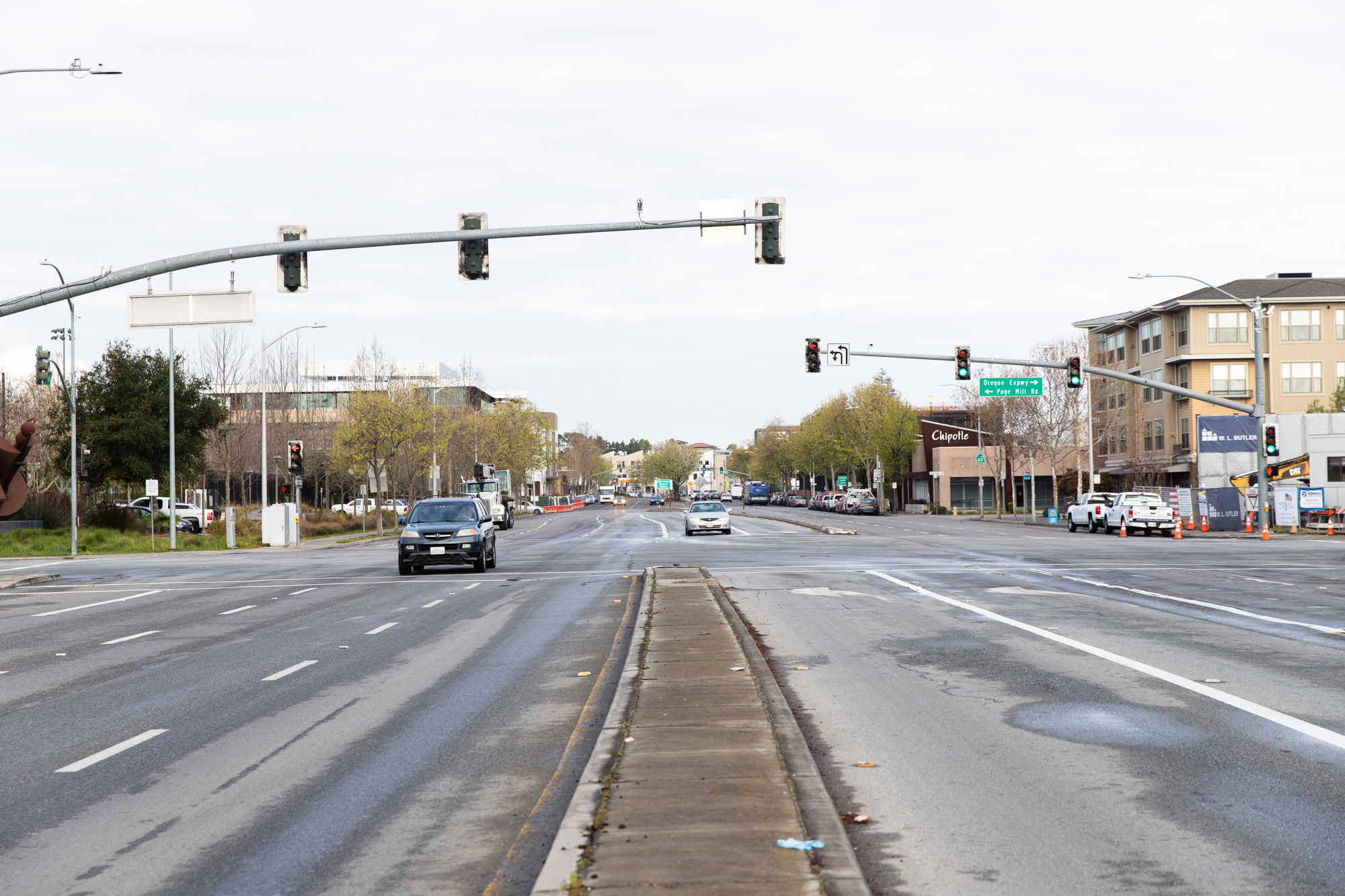 Rush hour at the intersection of El Camino Real and Page Mill Road in Palo Alto is normally packed with traffic. Photo by Magali Gauthier.